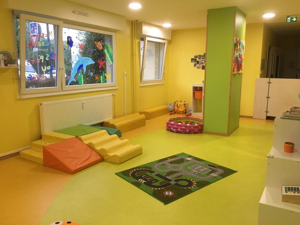 Jouets pour enfants avec tapis de cours de voiture
