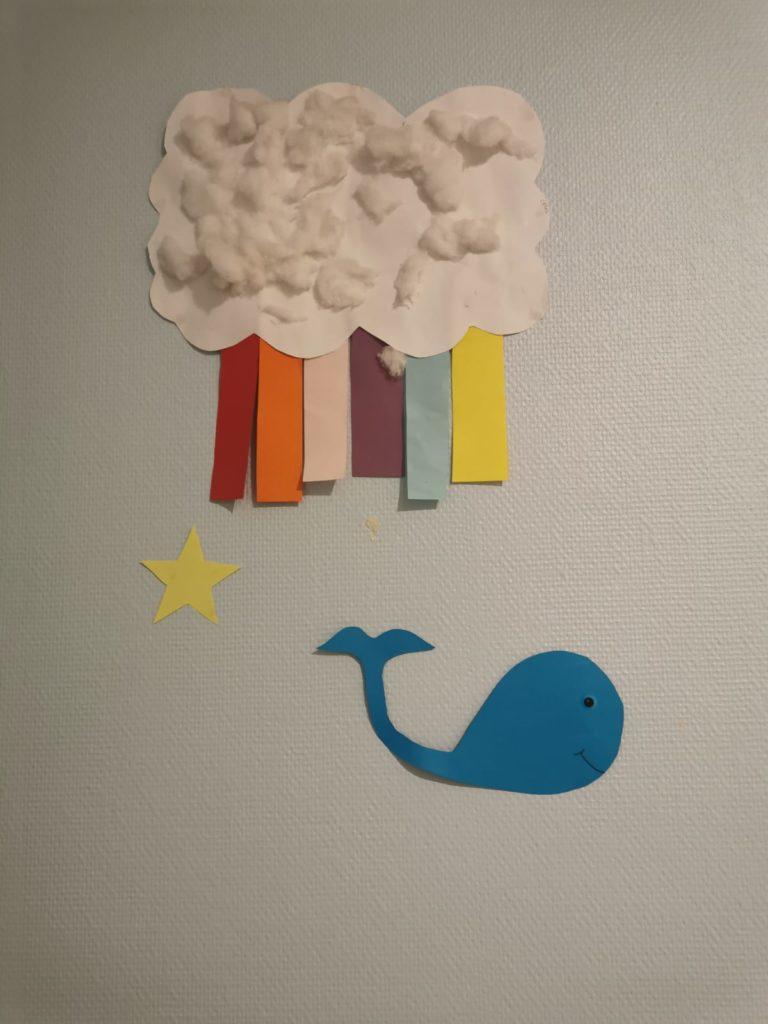 Un nuage avec du coton et une baleine bleue