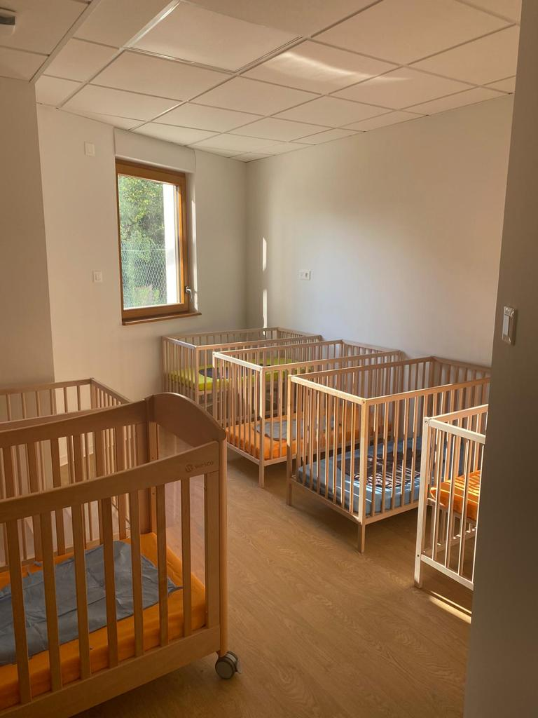 Chambre avec des lits pour bébé
